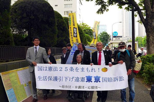 2016年5月16日。東京地裁前。